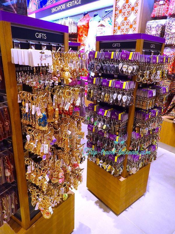 シンガポール  チャンギ空港 ターミナル 123  大人気 お土産  discover