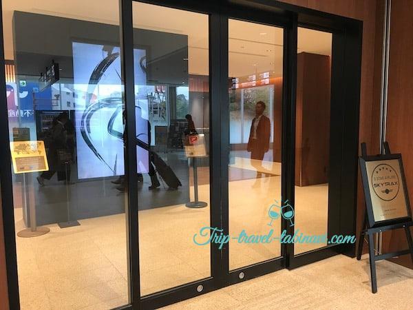 福岡空港 JAL 国際線 乗り継ぎ ビジネスクラス チェックインカウンター