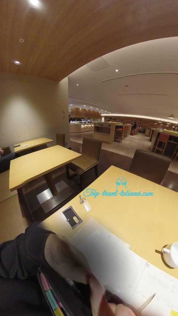 羽田空港 国際線 JAL サクララウンジ 食事 場所