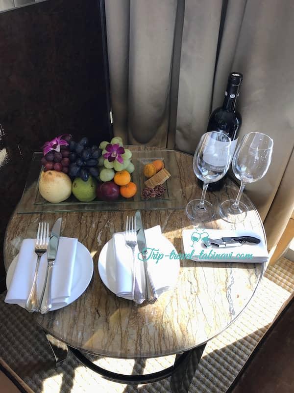 シンガポール フラトンベイホテル ウエルカムサービス ワイン フルーツ