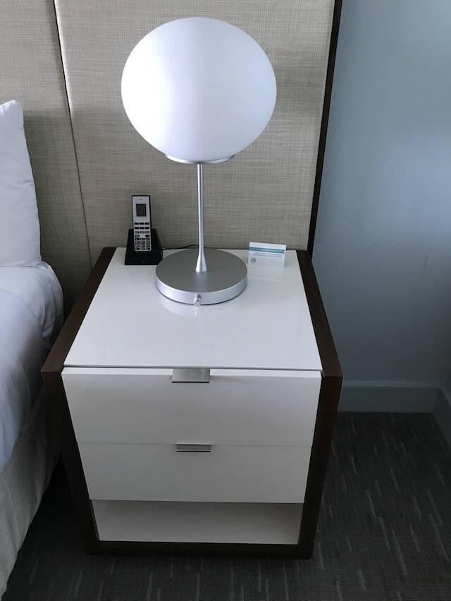ハイアット リージェンシー ワイキキ ダイヤモンドヘッドタワー オーシャンフロント 宿泊記 サイドテーブル